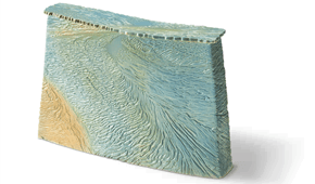 A Dutch Shallow box, graphic-ceramics, stoneware. © Elysia Verhoeven.